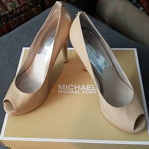 Michael Kors size 8 nude platform peep-toe pumps